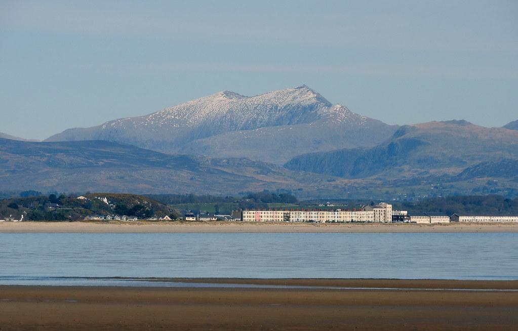 Beach and Snowdonia mountains view
