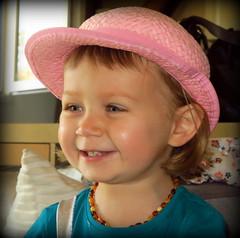 La demoiselle au chapeau rose.... (LILI 296...) Tags: maelys portrait chapeau rose canonpowershotg7x enfance collier ambre fillette girl