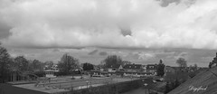 Wolken / Clouds. (Digifred.) Tags: flickrfridayforeveryone digifred 2017 flickrvrijdag wolkenclouds pentaxk3 street luchten clouds wolken stapelwolken cumulus cloud cloudy weer weather blackwhite blackandwhite monochrome zwembad swimmingpool