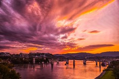 Chattanooga - Viewed from Veterans Bridge (Roland 22) Tags: huntermuseum bluffview walnutstreetbridge marketstreetbridge mcclellanisland red orange clouds hazy summer evening sunset flickr northshore veteransbridge tennesseeriver chattanoogatennessee