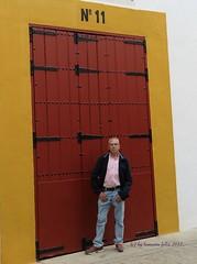 En la Maestranza-Sevilla.(Yo-me) (lameato feliz) Tags: sevilla color lamaestranza puerta
