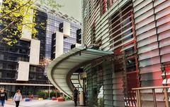 Pues no se que titulo poner. Alguna sugerencia? (Angeles h) Tags: barcelona edificio building torreagbar city