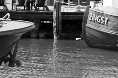 Zingst Schiff (Ha La Lo - Rafael Cambre) Tags: zingst meer deustchland ostsee schiff reflex bn weisschwarz blanconegro mar alemania