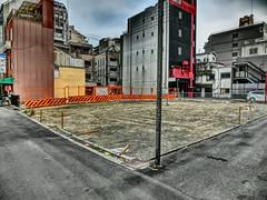vacant lot, Kuromon Market, Osaka (jtabn99) Tags: tea dry noodle watch gshock kuromon nipponbashi sakaisuji 20170325 黒門市場 乾物屋 大阪 日本 堺筋 日本橋 japan nippon nihon