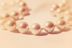 Pearls (Lisa Karloo (Off, why bother?)) Tags: pink nikon shiny jewelry pearls sphere round string form shape shining lisakarloo