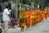 DSC04789_monks (akeke.se) Tags: laos laungprabang