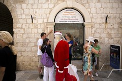 (Charlotte Bruning) Tags: santa christmas street travel summer vacation holiday hot tourism shopping photography souvenirs europe time croatia tourist tourists confused claus tradition dubrovnik unemployed bearded