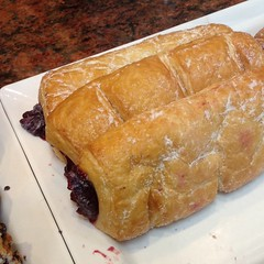 Raspberry Croissant | ครัวซองต์ราสเบอร์รี่ @ Au Bon Pain | โอบองแปง