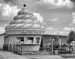 Twistee Treat (Angela Freeman) Tags: building ice blackwhite illinois cream hdr mattoon twisteetreat pentaxk5