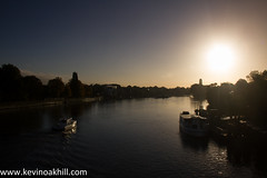 Sunrise over the River Thames, Kew Bridge (www.kevinoakhill.com) Tags: morning bridge trees light sun house reflection tree green wet water beautiful kew thames strand canon river boats eos boat kevin view oakhill houseboat 7d rise moor riverthames shimmer moored unrise