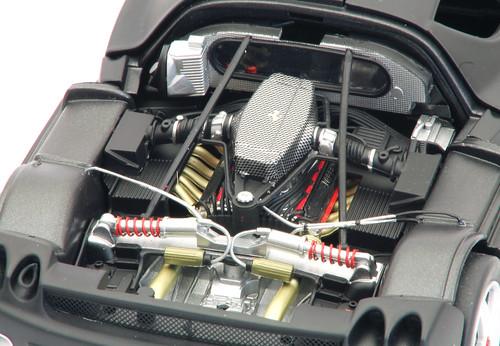 Enzo-test-2003_motore_dx
