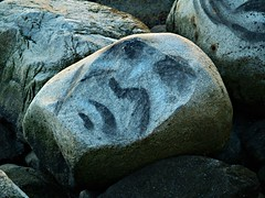 Rock Face (dons projects) Tags: city canada art beach public face vancouver rocks downtown bc zoom britishcolumbia olympus rockface april englishbay 2008 seashore zuiko vancouverbc evolt e500 zd fourthirds 40150mm photoscape seeninvancouver kodakccd donsprojects