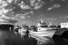 Nubes y barcos en el puerto (juanjofotos) Tags: blancoynegro puerto mar barco nubes marmediterrneo burriana nikond800 juanjofotos juanjosales