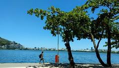 caminhar é preciso! (luyunes) Tags: lagoarodrigodefreitas lagoa riodejaneiro verão sol luz motoz luciayunes