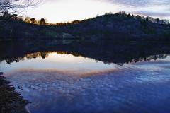Die Eifel - Bilder einer Landschaft (memories-in-motion) Tags: eifel vulkaneifel eifelsteig maar weinfeldermaar totenmaar sunset sigma sdquattro h nature natur water reflection clouds blue red landscape photography foveon sdquattroh bluehour