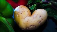 Avoir la patate.... ;-) (Isa****) Tags: coeur heart légumes vegetables flickcoeur