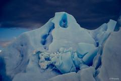 Sus rasgos son escombros (.KiLTRo.) Tags: torresdepaine regióndemagallanesydelaan chile regióndemagallanesydelaantárticachilena kiltro blue ice hielo iceberg lake grey magallanes patagonia