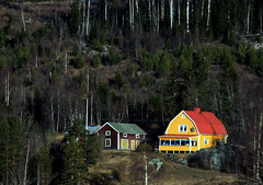 Yellow House (Linnea from Sweden) Tags: yellow house mountain outdoor tree spring canon eos 1100d efs 55250mm f456 is ii