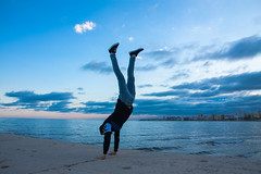 Freedom (Espe Pujazón) Tags: boy beach sky blue pin photo great perfect spain málaga fuengirola rocas ciudad cielo azul nubes color canon atardecer playa chico guy sport