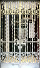 Barcelona - Banys Nous 016 d (Arnim Schulz) Tags: modernisme modernismo barcelona artnouveau stilefloreale jugendstil cataluña catalunya catalonia katalonien arquitectura architecture architektur building edificio gebäude bâtiment spanien spain espagne españa espanya belleepoque arte art kunst baukunst doors door türen tür portes porta puertas puerta metal metall eisen iron hierro ferro gaudí hccity liberty ornament ornamento
