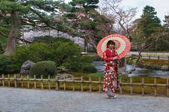 Kimono in the Garden 👘 (satochappy) Tags: japanesegarden kenrokuen kimono japanese janomegasa kanazawa japan
