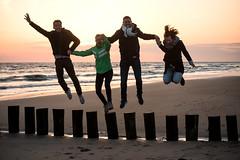 Happy_Ostern (lotharmeyer) Tags: dämmerung glück westenschouwen strand meer ocean personen people abend wasser