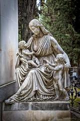 Escultura funeraria, Sacramental de San Isidro (Carlos SGP) Tags: sacramental sacramentaldesanisidro escultura esculturas españa escultor esculturafuneraria tomb tumba tumbas grave estatua