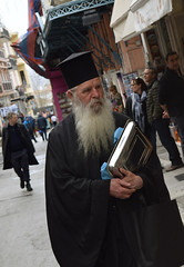 Greek priest walking in Plaka (Nicolay Abril) Tags: atenas athens greece αθηνα ελλάδα athènes grèce athen griechenland atene grecia atina yunanistan