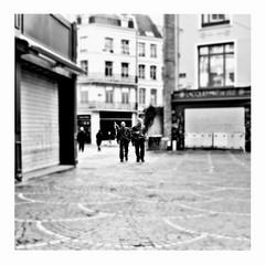 two hearts beat as one (japanese forms) Tags: ©japaneseforms2017 ボケ ボケ味 モノクロ 日本フォーム 黒と白 bw blackwhite blackandwhite blancoynegro bokeh candid monochrome random schwarzweis square squareformat strasenfotografie straatfotografie streetphotography twoheartsbeatasone u2 vlaanderen zwartwit