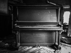 Kingsbury Pianos-Chicago, Illinois...(house of broken hearts) (Aces & Eights Photography) Tags: abandoned abandonment decay ruraldecay oldhouse abandonedhouse oldpiano abandonedpiano