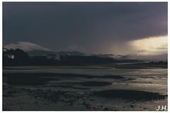 """Ciel menacant - """"threatening sky"""" - Saint-jean-de-luz (Pyrennées-atlantiques-64) (JHP Photographies) Tags: france sudouest meteo meteoaleacarte nuages clouds francesudouest paysbasque saintjeandeluz paysage plage beach horizon montagne mountain"""