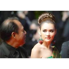#นางพญา #redcarpet ญาญ่าหญิง สะกดสายตา กองทัพ สื่อมวลชนทั่วโลก @yayaying_yaya #yayaying #YayayingRhathaPhongam in #Cannes2013 #OnlyGodForgives #FestivaldeCannes - Du 15 au 26 mai 2013