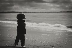 Call of the sea/ Canon 7d (gringerberg) Tags: sea mer beach blackwhite kid child noiretblanc larochelle enfant plage pretoebranco biancoenero gamin  negroyblanco canon35mmf2    canon7d  schwarzundweis photographefrancais   gringerberg wwwgringerbergcom photographiesfrancophones httpswwwfacebookcomgringerbergphoto