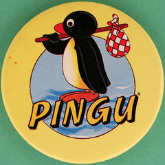 PINGU (Leo Reynolds) Tags: canon eos iso100 pin badge button squaredcircle 60mm f80 005sec 40d hpexif groupbuttons grouppins groupbadges xleol30x sqset097