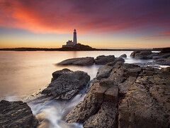 St. Mary's Lighthouse (Alistair Bennett) Tags: lighthouse seascape sunrise coast rocks stmarys whitleybay tynewear nd09 baitisland canonef1740mmƒ4lusm gnd075he gnd045se