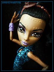 Robecca Steam Dance Class (Zompi) Tags: monster dance doll dolls class steam pack mh clase monsterhigh robbeca