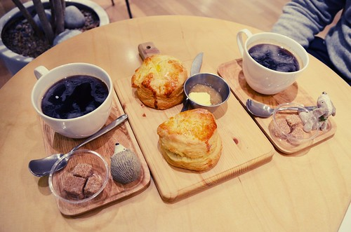 Americanos and scones at 5CIJUNG