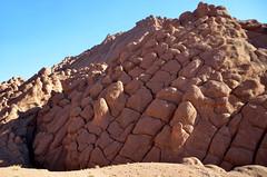 Tamlalte, regelmatige structuur in de apenvinger rotsen, Marokko 2013 november (wally nelemans) Tags: morocco maroc marokko 2013 apenvingerrotsen tamlalt tamlalte
