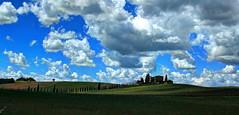 CASTELLINA IN CHIANTI. (FRANCO600D) Tags: toscana chianti fattoria collina paesaggio nuvole castellinainchianti aziendavinicola vino cantina firenze italia italy canon eos600d franco600d 4670 40 65