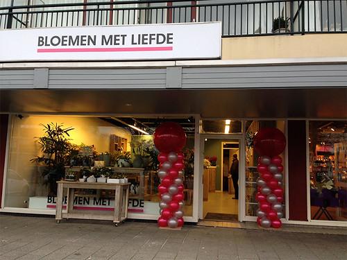 Ballonpilaar Breed Rond Bloemen met Liefde Hendrik Ido Ambacht Valentijnsdag