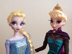Elsa LE 1st & 2nd edition (madeye_pika) Tags: anna frozen doll disney limitededition elsa disneystore