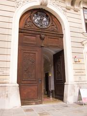 Massive door (quinet) Tags: vienna wien door austria sterreich porte tr vienne autriche 2013
