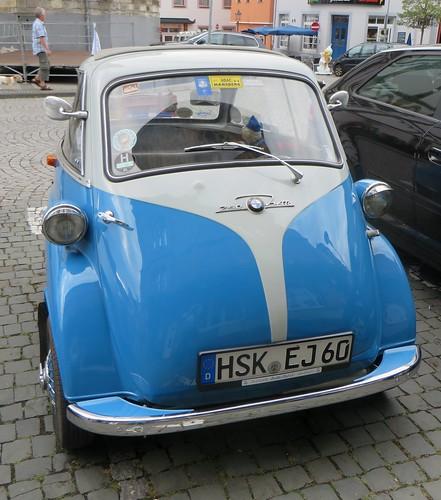 """BMW Isetta 250 """"Das rollende Ei"""", Marktplatz, Boppard, Landkreis Rhein-Hunsrück, Rhénanie-Palatinat, Allemagne."""