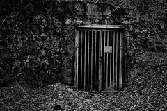 Entrace (acgasser) Tags: hell dark hölle entrace eingang black white bw schwarz weiss scary lost place lp