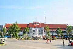 Balai Kota Surabaya (Everyone Sinks Starco (using album)) Tags: surabaya eastjava jawatimur gedung building architecture arsitektur office kantor