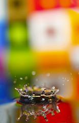 Liquid Crown (CoolMcFlash) Tags: splash drop waterdrop water macro closeup focus dof depthoffield colors timing moment canon eos 60d tamron f004 90mm tropfen wasser wassertropfen makro nahaufnahme fokus tiefenschärfe bunt farben fotografie photography reflection spiegelung