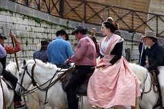 Dans-les-rues-d'Arles.. (RS...) Tags: arles chevaux gardians arlésienne d7200 chevauxdecamargue
