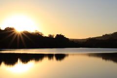 Pôr do sol no lago (tuliozl) Tags: por do sol lago dourado brilho sunset golden nature natureza