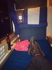 And ending this trip on a final note of luxury: The sleeping car! Yes, I cashed in my Amtrak Guest Rewards to get a roomette for the return trip. I get to sleep laying down! #amtrak #coaststarlight #sleepingcar #roomette #bayareatripmar2017 (urbanadventureleaguepdx) Tags: coaststarlight bayareatripmar2017 roomette amtrak sleepingcar