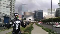 Aterrorizando la ciudad (Kat Uriarte) Tags: spiderman venom marvel toy juguete toys toypicture toyphotography méxico polanco carso